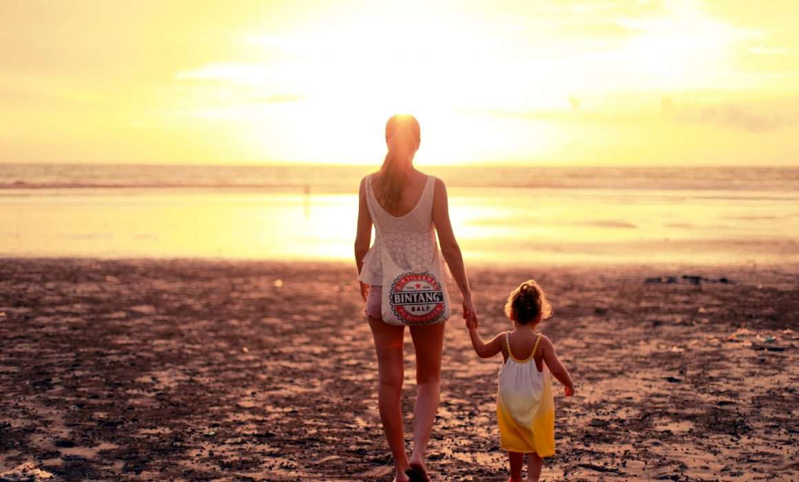 mother-and-daughter-on-beach-emotional